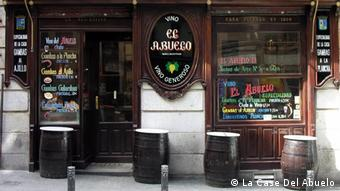 Exterior of La Casa Del Abuelo tapas bar in Madrid, Spain (La Case Del Abuelo)