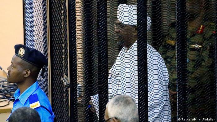 У Судані колишнього президента аль-Башира судили за обвинуваченнями в корупції