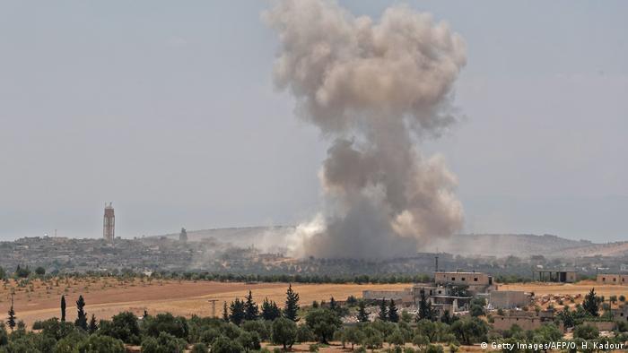 Syrien Tote nach Luftschlägen bei Idlib (Getty Images/AFP/O. H. Kadour)