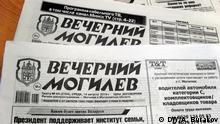 Die Zeitung Abendlicher Mogiljov/'Wetchernyj Mogiljow in einer Supermakt in Mogilev, Weissrussland Autor -A.Burakov, DW-Korrespondent in Mogilev, Belarus.