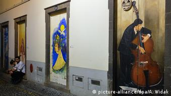 Urban art doors in Funchal's Rua de Santa Maria (picture-alliance/dpa/A. Widak)
