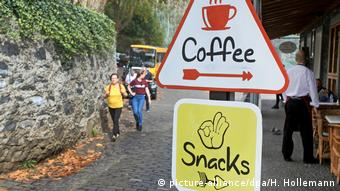 Café in the district Monte in Funchal (picture-alliance/dpa/H. Hollemann)