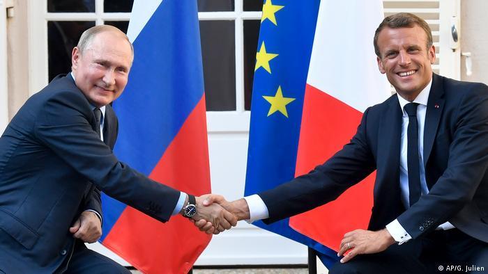Vladimir Putin und Emmanuel Macron (AP/G. Julien)