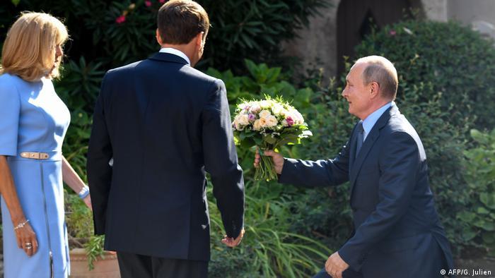 Бріджит та Еммануель Макрон під час зустрічі з Володимиром Путіним на Лазурному березі, 19 серпня 2019 року