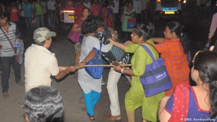 Indien Westbengalen | Polizeigewalt Protest para-teacher für Gleichstellung mit regulären Lehrern
