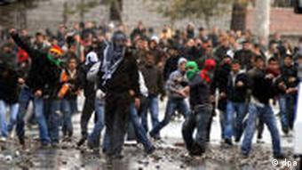 Turkish riot police clash with Kurdish demonstrators