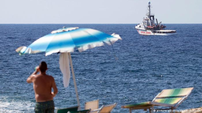 Italien Lampedusa   Rettungsschiff Open Arms   Flüchtlinge & Tourist