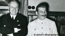 Zweiter Weltkrieg Deutsch-sowjetischer Nichtangriffspakt - Hitler-Stalin-Pakt 1939 | Joachim von Ribbentrop und Josef Stalin