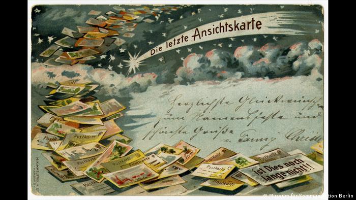 A postcard depicting tons of postcards (Museum für Kommunikation Berlin)