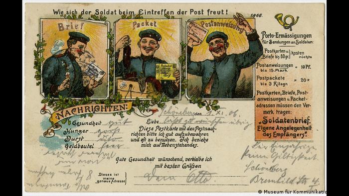 Antigo cartão-postal com ilustração de três soldados alegres
