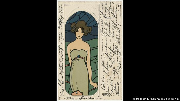 Cartão com pintura em estilo Art Nouveau de uma mulher em 1904