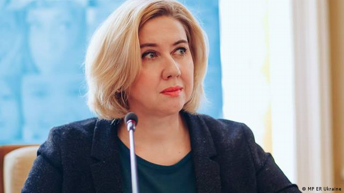 Оксана Романюк зазначає, що взаємні претензії Заборони та StopFake потребують окремої фахової дискусії