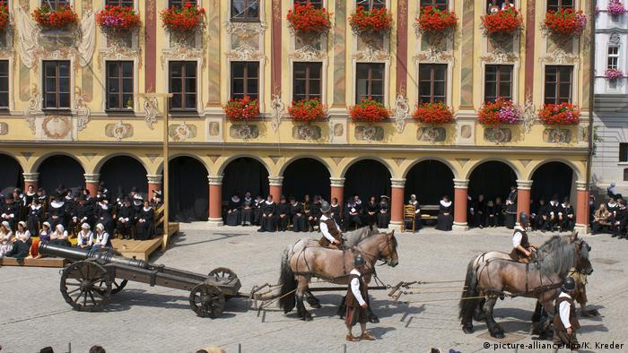 A reenactment in Memmngen, Bavaria (picture-alliance/dpa/K. Kreder)