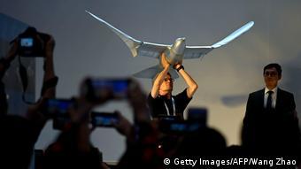 Yapay zeka ile işleyen robot kuş