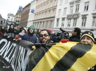 دعاة حماية المناخ يتظاهرون في كوبنهاغن في محاولة للضغط من أجل التوصل إلى اتفاق عالمي للحد من الاحتباس الحراري