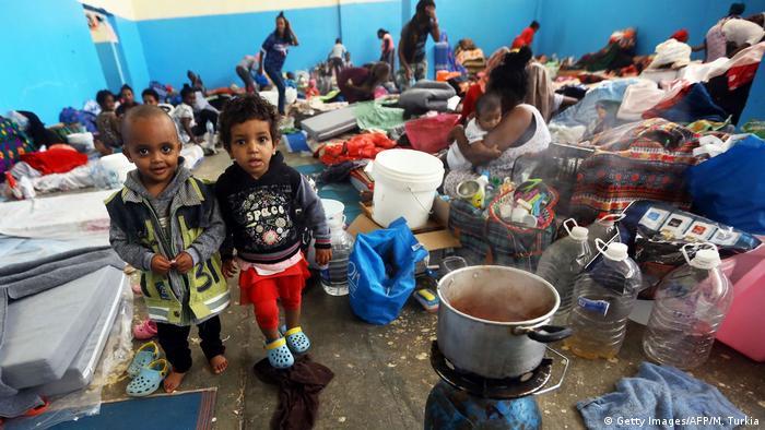 Libyen Auffanglager für Flüchtlinge in Zawiya bei Tripolis (Getty Images/AFP/M. Turkia)