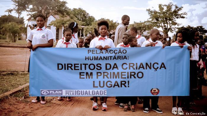 Marcha em Inhambane para consciencializar sobre os casamentos prematuros