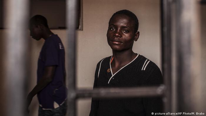 Libyen Detention Center Migrant Flüchtlinge (picture-alliance/AP Photo/M. Brabo)