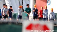 Foto de adolescentes migrantes en el centro de detención de Homestead, Florida