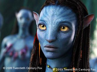 Blause Phantasiewesen aus dem Film Avatar (© 2009 Twentieth Century Fox)