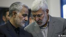 Abu Mahdi al Muhandis (rechts im Bild) ist ein irakisch-iranischer Militärkommandeur, der das Komitee für Volksmobilmachung (Al-Hashd Al-Sha'abi) leitet. General Ghassem Soleimani (links im Bild), ist Oberkommandant deral-Quds-Einheit, einer Division derIranischen Revolutionsgarde(IRGC), die Spezialeinsätze außerhalb des Iran durchführt.