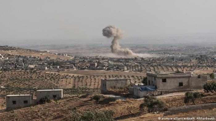 Luftangriffe in Syrien (picture-alliance/dpa/A. Alkharboutli)