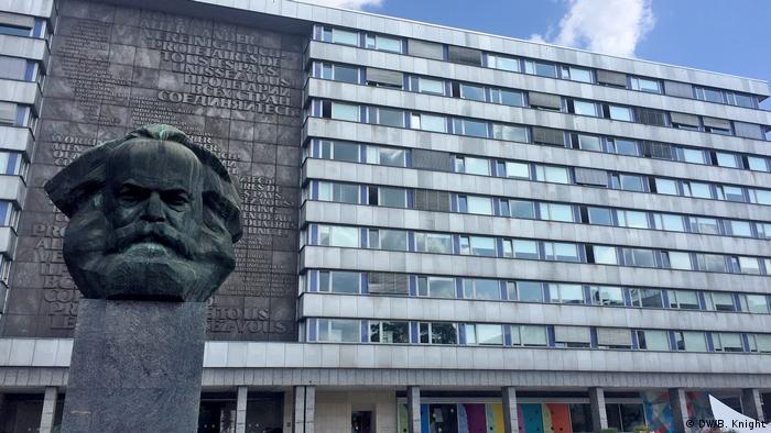 Reportage Chemnitz ein Jahr nach dem Tod von Daniel H. Karl Marx Statue