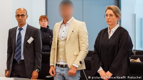 Dresden - Prozess um tödliche Messerattacke von Chemnitz (picture-alliance/dpa/M. Rietschel)