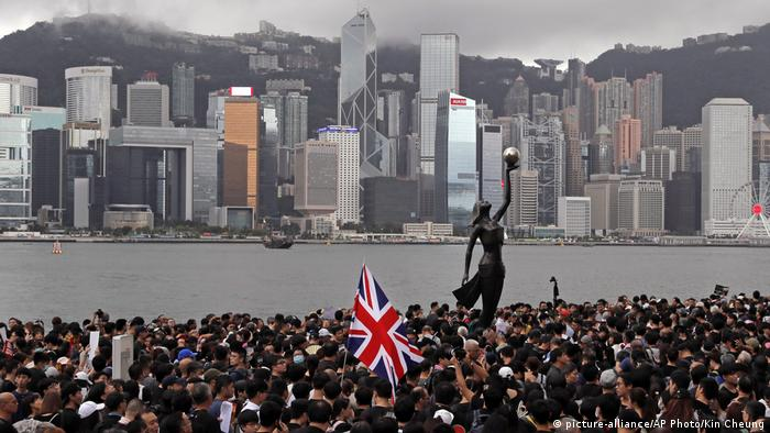 Hongkong Proteste (picture-alliance/AP Photo/Kin Cheung)