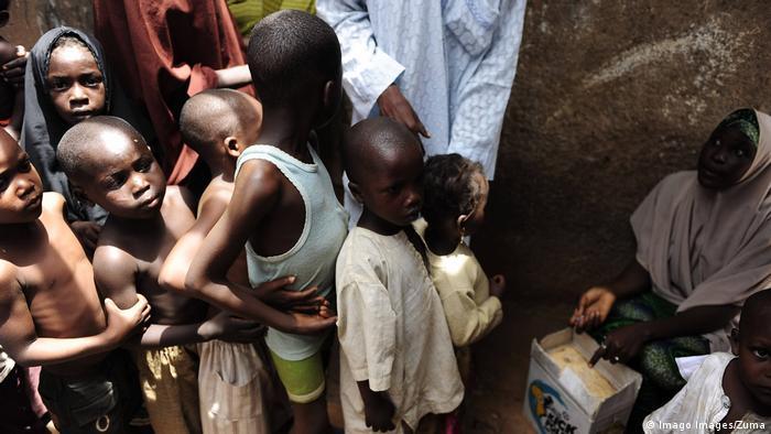 In Nigeria, children line up for polio vaccine (Imago Images/Zuma)