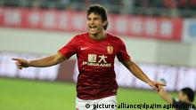 16.03.2013, China, Guangzhou: --File--Brazilian football player Elkeson de Oliveira Cardoso, or simply Elkeson celebrates after three personal scores for Guangzhou Evergrande Taobao F.C. during the 2nd round match of 2013 CFA in Guangdong city, east China's Guangzhou province, 16 March 2013. Brazilian football player Elkeson de Oliveira Cardoso, or simply Elkeson, of Guangzhou Evergrande Taobao F.C. is included in the Chinese national training list as the first naturalized football player in the national football team in China, 22 August 2019. Foto: Stringer/Imaginechina/dpa |