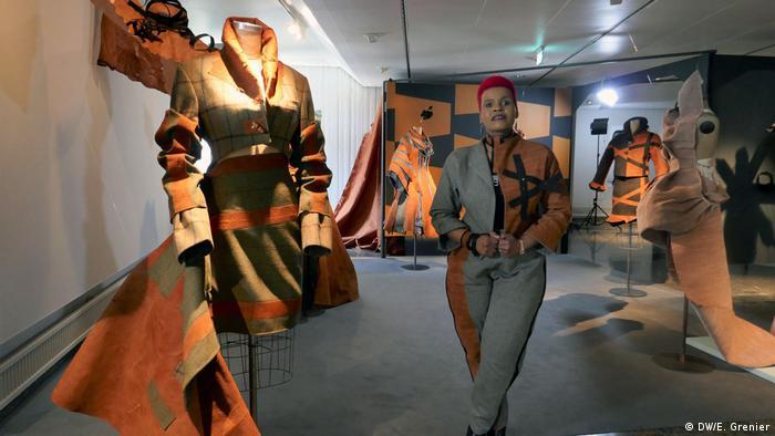 designer José Hendo and her barkcloth designs (DW/E. Grenier)