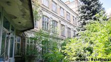 Auf den Bildern ist das historische Gebäude der deutschen Schule in Kiew.