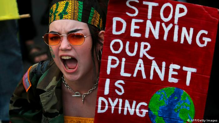 Großbritannien London | Proteste zum Schutz des brennenden Waldes am Amazonas