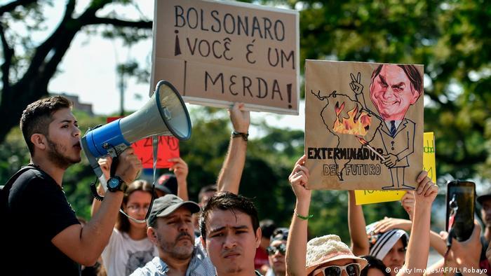 Em Cali, manifestantes protestaram em frente ao consulado brasileiro