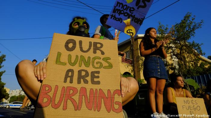 Protest in Nicosia, Cyprus (picture-alliance/AP Photo/P. Karadjias)