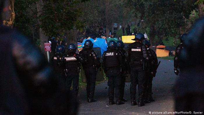 Frankreich | Auseinandersetzung von Anti-G7 Protestlern und Polizei (picture-alliance/NurPhoto/D. Speier)