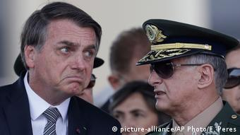 Jair Bolsonaro, Edson Leal Pujol (picture-alliance/AP Photo/E. Peres)