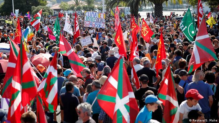 Manifestantes protestam contra as políticas das potências mundiais