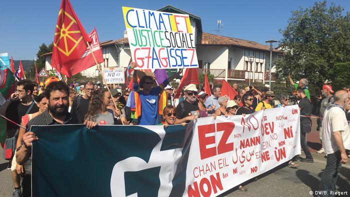 Ato na fronteira entre França e Espanha reuniu ativistas ambientais, separatistas bascos e coletes amarelos