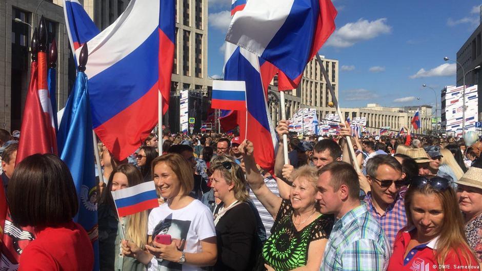 цепляется москва день российского флага сикстинской