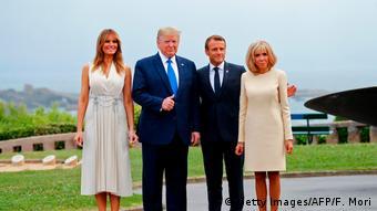 Παραδοσιακά κομψές οι πρώτες κυρίες των ΗΠΑ και τη Γαλλία δίπλα στους συζύγους τους