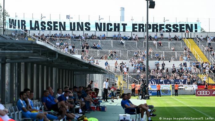 فضيحة عنصرية جديدة تهز نادي كيمنتس الألماني لكرة القدم