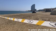 Police tape cordons off the Sant Sebastià beach in Barcelona (picture-alliance/dpa/I. Murillo)