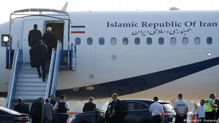 Avião do governo iraniano no aeroporto de Biarritz, aberto apenas para delegações internacionais