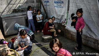 Προσφυγόπουλα στη Μόρια της Λέσβου