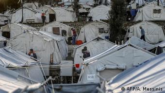 Oι υπερπλήρεις προσφυγικοί καταυλισμοί των νησιών του Αιγαίου θα μπορούσαν να αποτελέσουν εστία εξάπλωσης του κορωνοϊού