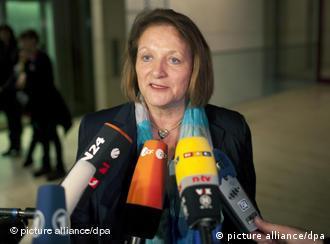 La ministra alemana de Justicia dijo que era hora de analizar la actuación del servicio secreto en la escena neonazi.