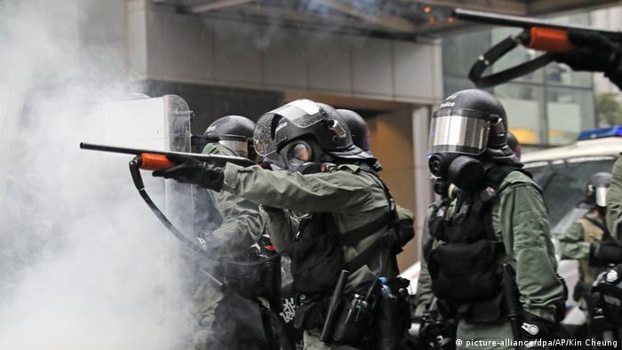 Hongkong Gewalt bei Protesten (picture-alliance/dpa/AP/Kin Cheung)