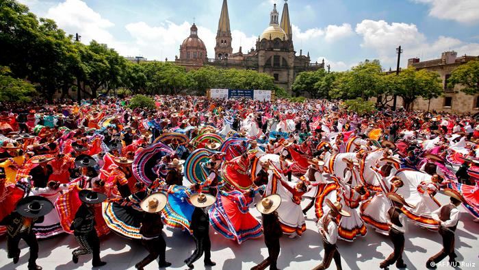 El programa continuará hasta el 1 de septiembre con más de 300 actividades en diversas sedes de Guadalajara.